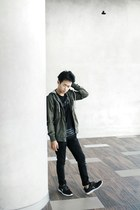 black jeans - dark green jacket - black t-shirt