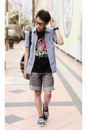 periwinkle shirt - black t-shirt