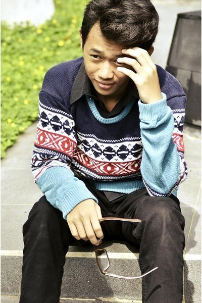 light blue sweater - black jeans