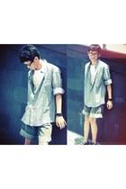white t-shirt - heather gray shirt - black Airwalk sneakers