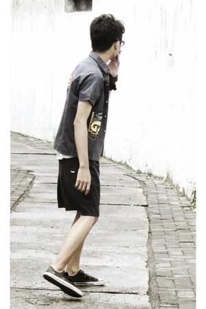 black shirt - black pants