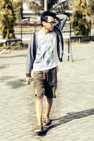 dark khaki shorts - silver t-shirt - heather gray cardigan