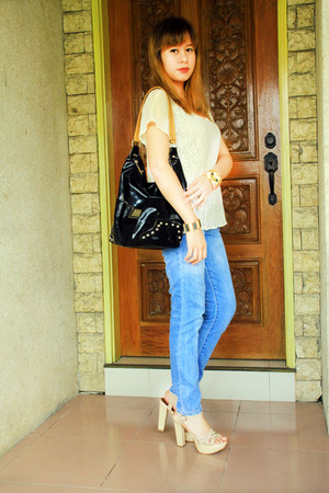 eggshell lace Forever 21 top - sky blue jeans - black Kenneth Cole Reaction bag