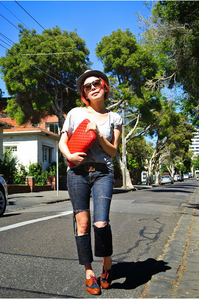 Levis jeans - Dotti hat - Typo bag - Yves Saint Laurent sunglasses
