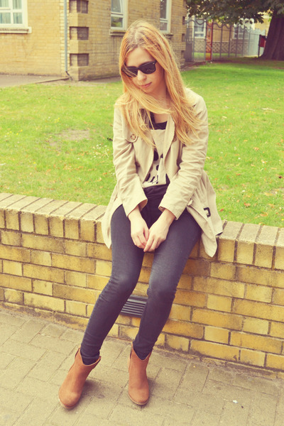 Topshop jeans - River Island boots - Ray Ban sunglasses - H&M top