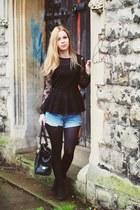 Zara top - Marc B bag - Levis shorts