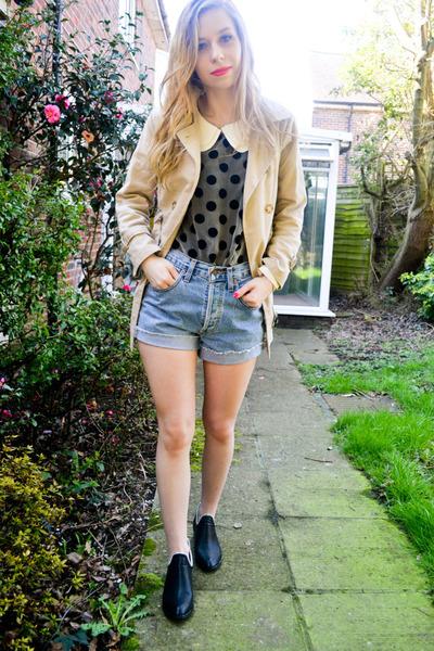 Ebay blouse - Seashells vintage coat - Levis shorts - Seashells vintage flats