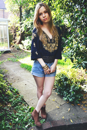 River Island boots - Levis shorts - thrifted vintage blouse