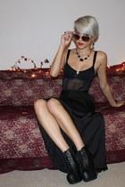 black platform Breckelles boots - heart full tilt sunglasses