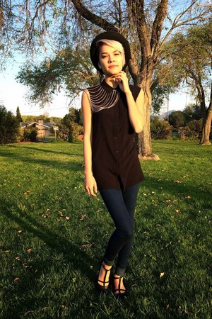 black cut out H&M shirt - silver shoulder chain Nasty Gal necklace