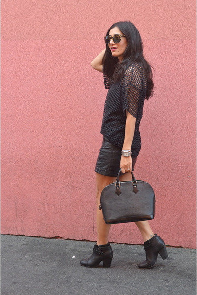 black vintage top - black rag & bone boots - brown Warby Parker sunglasses