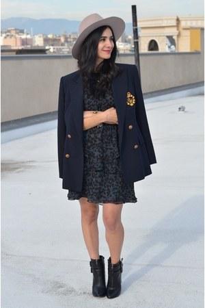 navy vintage blazer - black JustFab boots - black madewell dress