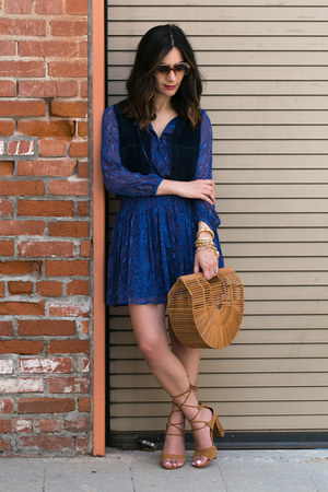 bronze vintage bag - navy banana republic dress - camel Report heels