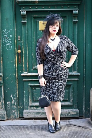 black scarlett & Jo dress