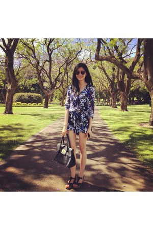 black bag - black Ray Ban sunglasses - black romper - brown clogs