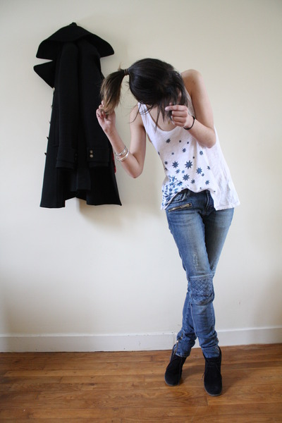 black Zara coat - white SANDRO top - blue SANDRO jeans - black Creeks shoes - re