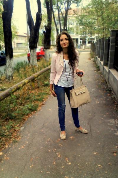 beige Woman bag - beige shoes - peach bumbac Bershka coat