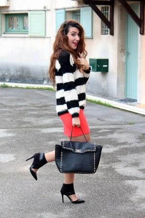 eggshell fluffy Forever 21 jumper - black Forever 21 bag - red asos skirt