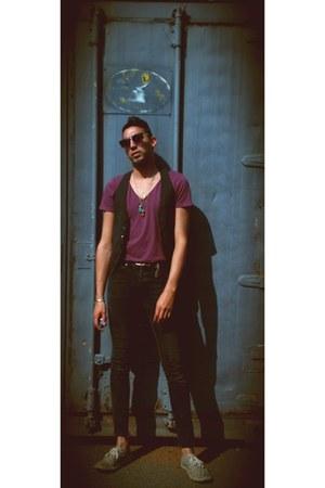 black skinny jeans H&M pants - maroon H&M t-shirt