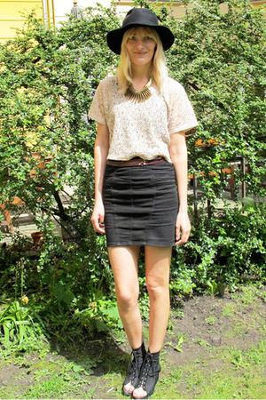 beige H&M top - black acne skirt - black acne shoes - black vintage hat - gold H