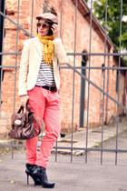 off white stripes Zara t-shirt - black Via Uno boots