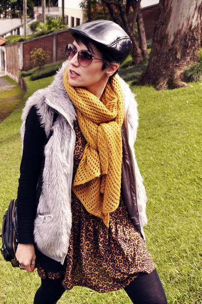 black Via Uno boots - black Galery Bom Retiro hat - mustard Zara scarf
