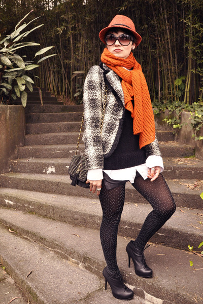 black SportShoes boots - black checkered Eva Pelora coat