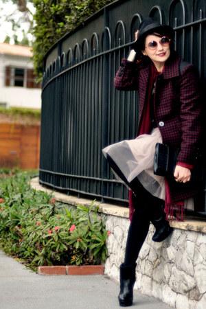 black corello boots - brick red Nutria coat - black Pralana hat