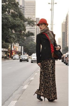 black over the knee Via Marte boots - black Forum coat - red El sombrero hat - r