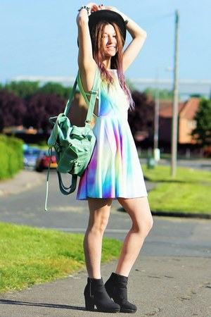 colorful dress - hat - bag