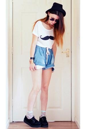 Persunmallcom t-shirt - IMOMOICOM shorts
