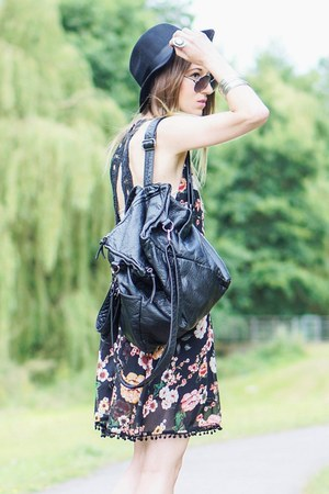 black dress - black H&M hat - black bag