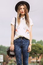 white shirt - blue new look jeans