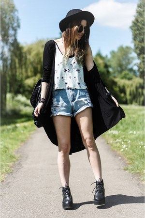 black boots - black hat - light blue denim Romwecom shorts - H&M top