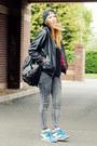 Gray-internacionale-jeans-black-motel-rocks-jacket-sneakers