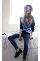 Internacionale jeans - H&M hat - sweatshirt