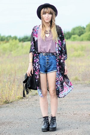 black kimono cardigan - black boots - navy Romwecom shorts