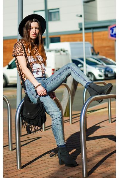 Primark jeans - Sheinsidecom t-shirt