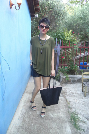 black H M shorts - olive green Stradivarius blouse - white pull&bear heels