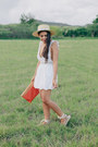 Burnt-orange-bag-white-eyelet-pacsun-shorts-white-eyelet-pacsun-top