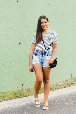 black kitty asos bag - blue denim Bullhead shorts - black graphic tee Zara top