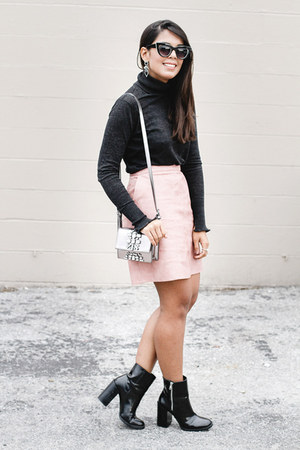 light pink faux-leather Zara skirt - black ankle Forever 21 boots