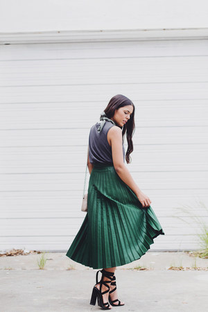 forest green pleated Zara skirt - gray Zara top