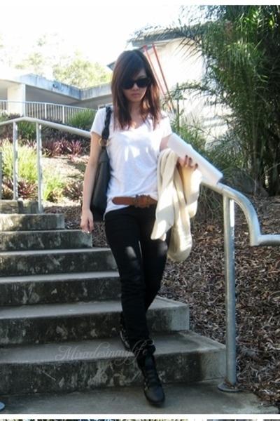 black Mango jeans - brown belt - black boots - beige cardigan - black accessorie