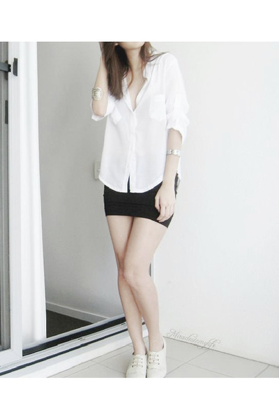White Shoes | "|400|600|?|en|2|f5a4011474b78e540760bdc2627fecdf|False|UNLIKELY|0.2811211049556732