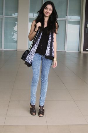 black cotton on shirt - blue Jag jeans - scarf