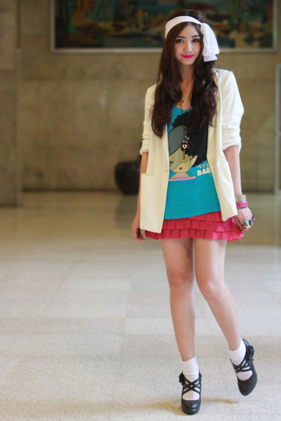 sky blue graphic tee from new york top - black maryjanes from Plovdiv shoes