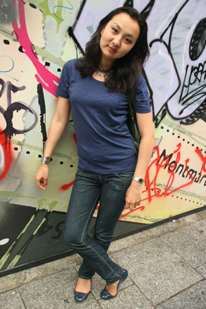 Muji t-shirt - Levis jeans - Primark shoes - Zara purse