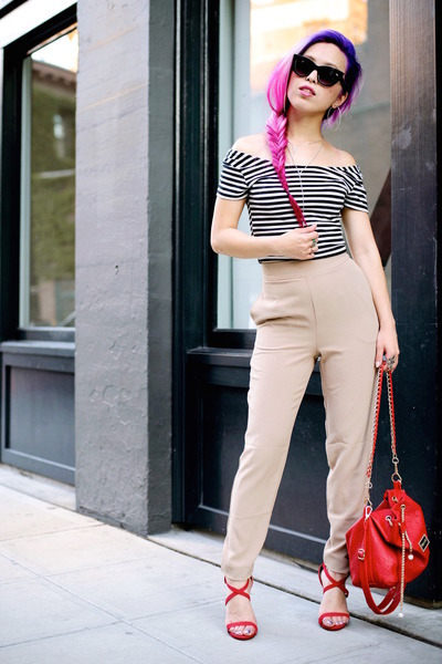 Red-bag-black-cat-eye-asos-sunglasses-black-stripes-h-m-top