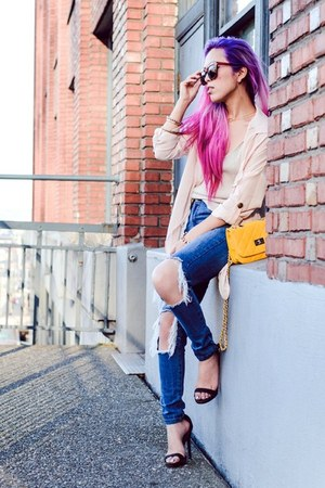gold Newdress ring - blue ripped style moi jeans - yellow Newdress bag